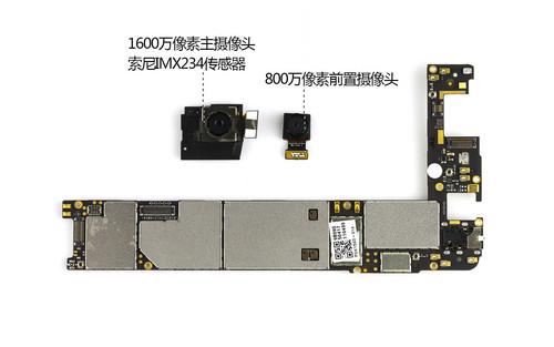 断开两枚摄像头与主板的连接排线,并将其拆除.