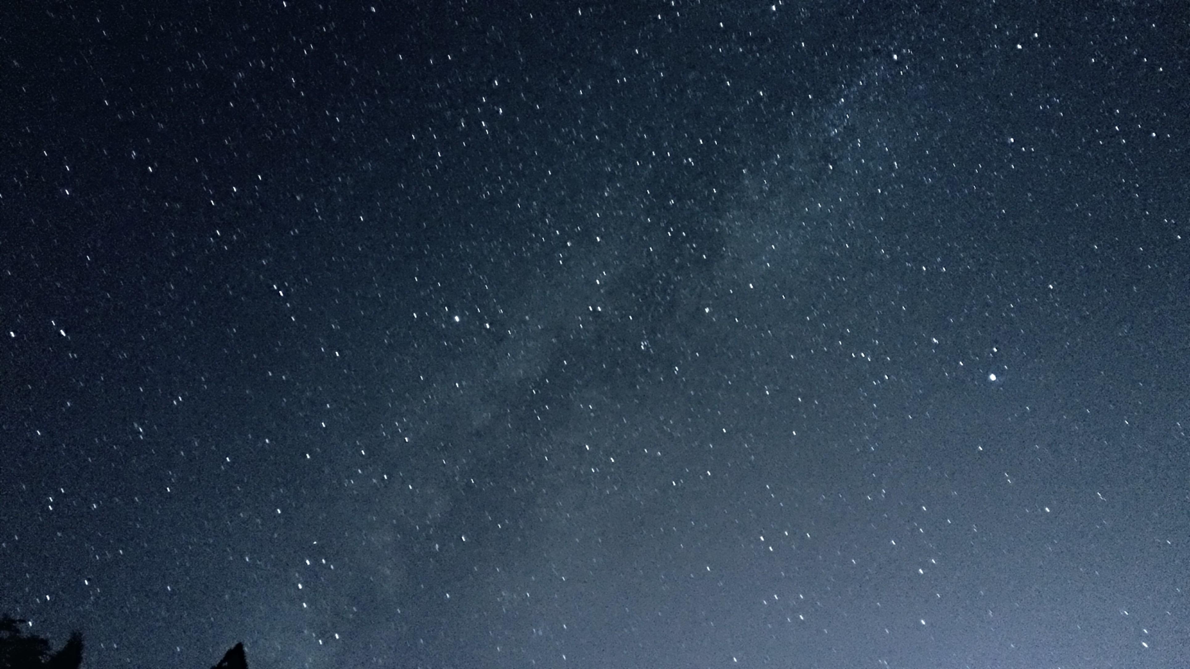 天上的繁星洗礼我浑浊的眼球,净化我心中无尽的烦恼.
