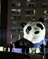 半个熊猫爬上来……